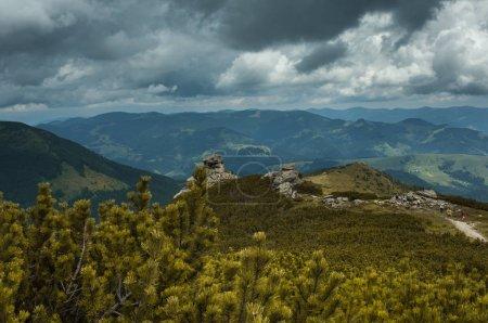 Photo pour Incroyable vue panoramique paysage de montagne - image libre de droit