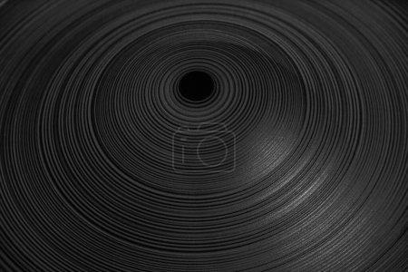 Photo pour Cavité en céramique avec un trou. surface rainurée. fond de vase . - image libre de droit