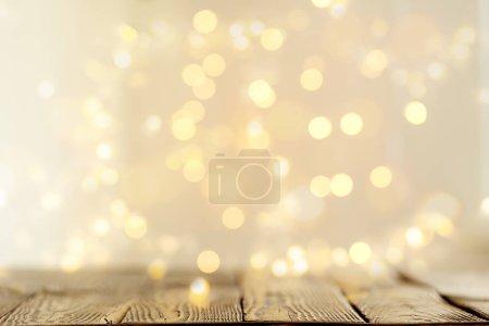 Foto de Antecedentes de superficie de madera con un montón de luces mágicas. - Imagen libre de derechos