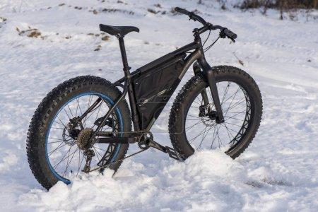 Fatbike lies in the winter field