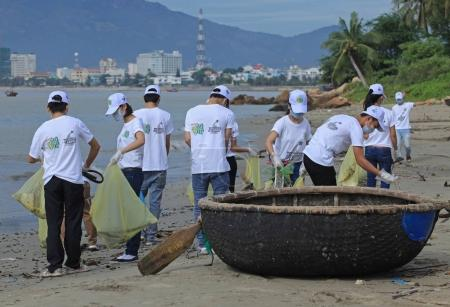 Students cleaning beach