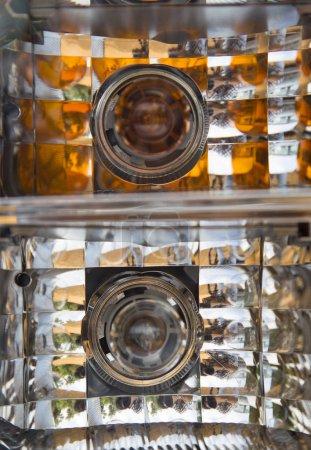 Photo pour Gros plan du phare d'une voiture, lumière du jour photo - image libre de droit
