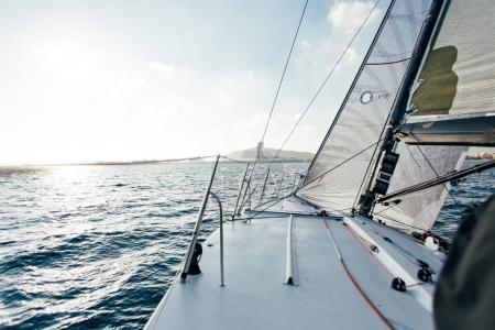 Photo pour Embarcation d'yacht en mer - image libre de droit
