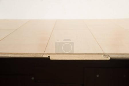 Photo pour Planches d'empilage de stratifiés en bois - image libre de droit