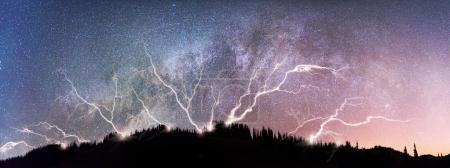 Ciel couvert dans le ciel étoilé