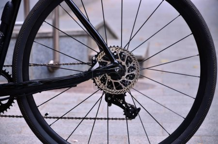 Rear wheel sports bike with an asterisk (sprocket) and speed change from the latest technology