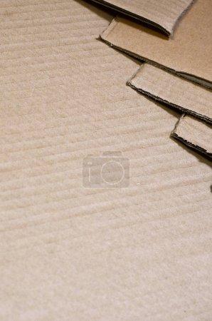 Photo pour Fond de textures de papier entassés prêt à recycler. Un paquet de vieux carton de bureau pour le recyclage de vieux papiers. Pile de papier - image libre de droit