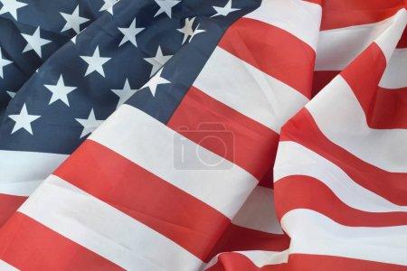 Photo pour États-Unis d'Amérique agitant le drapeau de nombreux plis. Contexte patriotique de la conception du Jour commémoratif Usa - image libre de droit