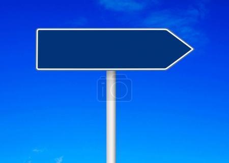 Photo pour Panneau de signalisation isolé sur blanc - image libre de droit