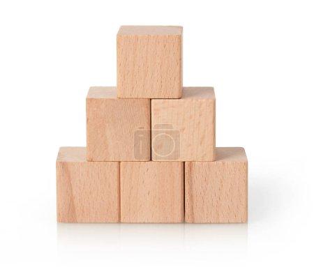 Photo pour Pyramide de blocs en bois, fond blanc - image libre de droit