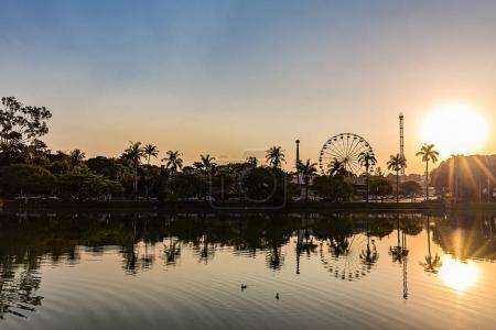 Foto de Belo Horizonte, Minas Gerais, Brasil. Vista del lago Pampulha al atardecer - Imagen libre de derechos