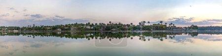 Foto de Belo Horizonte, Minas Gerais, Brasil. Vista panorámica del lago Pampulha al atardecer - Imagen libre de derechos