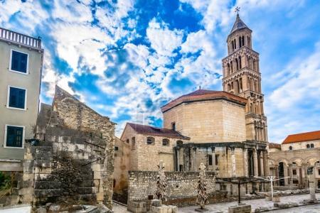 Photo pour Eglise historique dans le centre-ville de Split, Croatie monuments européens . - image libre de droit