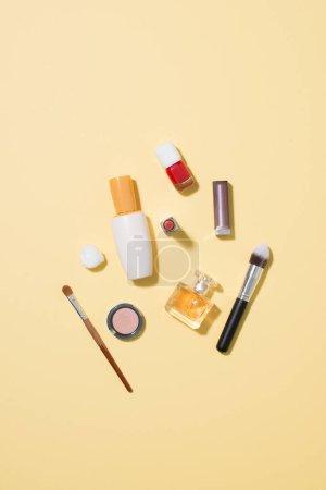 Photo pour Accessoires de maquillage professionnel mode - image libre de droit