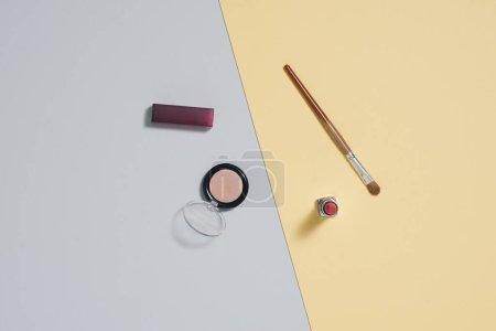 Photo pour Cosmétiques et accessoires pour femmes à la mode. Falt Laïc. - image libre de droit