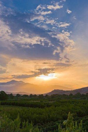 Photo pour Italie, coucher de soleil sur les montagnes du parc national de Maiella , - image libre de droit