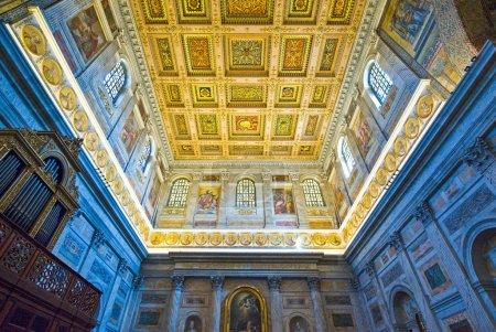Photo pour Rome, l'église Trinit dei Monti - image libre de droit