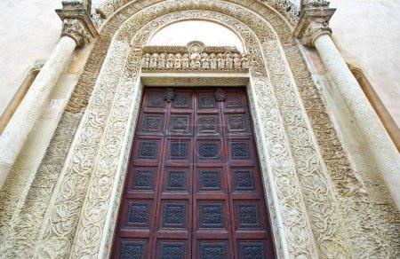 Photo pour Galatina (Italie), les décorations du portail principal de la Basilique de St.Caterina D'Alessandria - image libre de droit