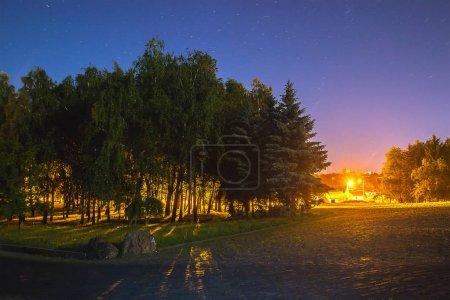 Photo pour Orientation paysage exposition de long de sentiers de lumière de route - image libre de droit