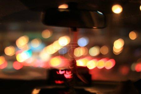 Foto de Vista de la carretera de interior coche, desenfoque de imagen desde dentro del coche viajando - Imagen libre de derechos
