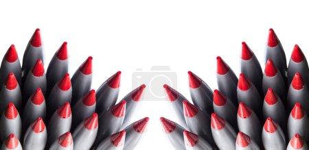 Cohetes aislados sobre fondo blanco
