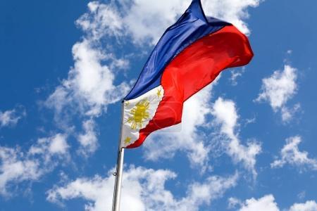 Photo pour Drapeau des Philippines au parc Rizal de Manille - image libre de droit
