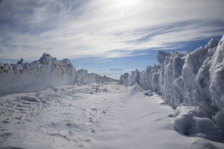 Photo pour Hautes terres enneigées le jour - image libre de droit