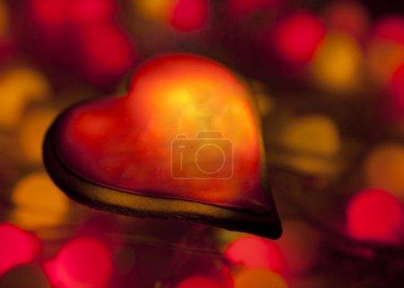 Foto de Heart on a background of red and yellow light - Imagen libre de derechos