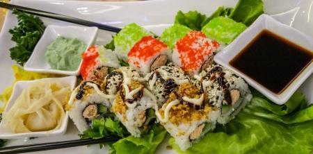 Photo pour Sushis japonais - gros plan - image libre de droit