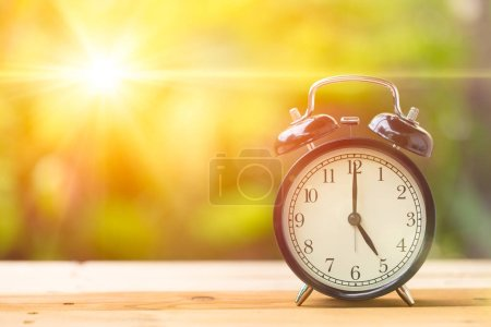 Rétro 5 heures et soleil du matin .