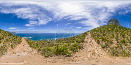 Photo pour Pleine réalité virutale 360 des pics de Lions Head et Table Mountain au Cap, Afrique du Sud - image libre de droit
