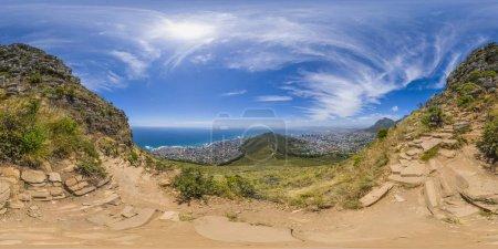 Photo pour Plein de réalité virtuelle 360 panoramique des sommets Lions Head et Table Mountain à Cape Town, Afrique du Sud - image libre de droit