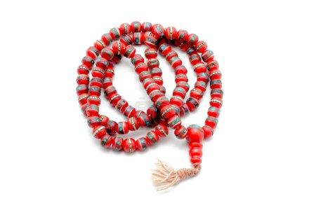Photo pour Perles de prière bouddhistes Mala de yak d'os. Isolé sur blanc . - image libre de droit