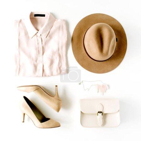 Photo pour Femme mode mode vêtements collage sur blanc, plat laïc, vue de dessus - image libre de droit