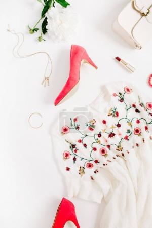 Photo pour Femme style vêtements de mode et accessoires collage sur fond blanc. Couché plat, vue du dessus . - image libre de droit