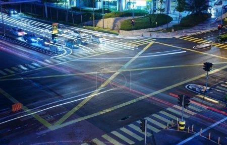 Straßenkreuzung in der Stadt