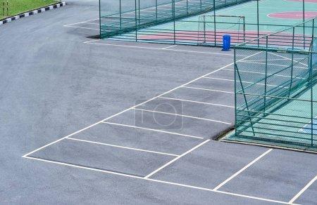 Photo pour À l'extérieur Parc de stationnement vide - image libre de droit