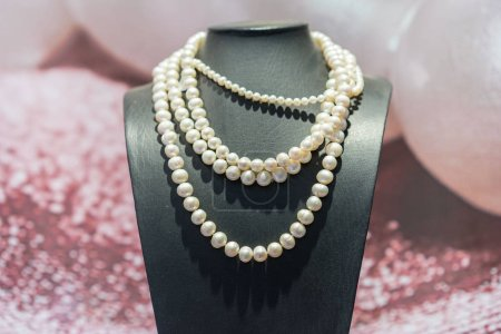 Pearls necklace in  shop