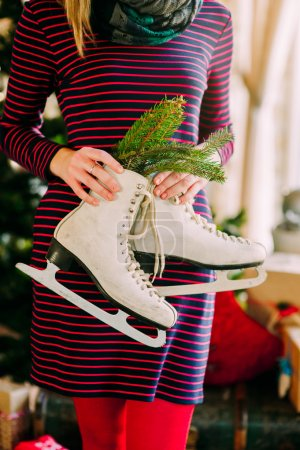 patins en mains féminines