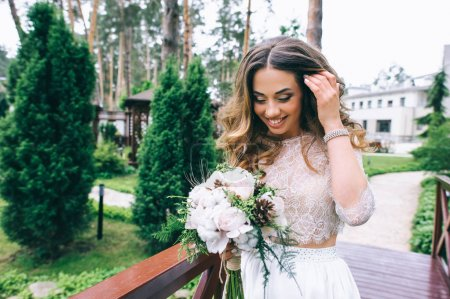 Photo for Beautiful smiling bride with bridal bouquet - Royalty Free Image
