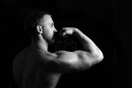 Bodybuilder posing in the gym.