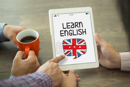 Photo pour Apprendre anglais texte sur l'écran du périphérique. Concept - image libre de droit