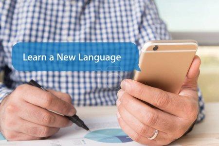 Foto de Concepto de tecnología de comunicación: Aprender una nueva palabra de la lengua en la burbuja de Chat - Imagen libre de derechos