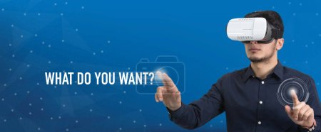 Photo pour Future Technology and Business Concept : L'homme aux lunettes de réalité virtuelle et touchant QUE VOULEZ-VOUS ? bouton - image libre de droit