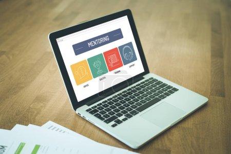 Photo pour MENTORING ICON concept à l'écran - image libre de droit