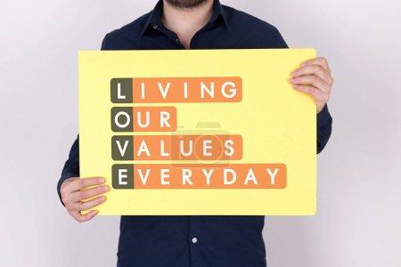 Photo pour Vivre nos valeurs tous les jours Acronmy concept texte sur carte - image libre de droit