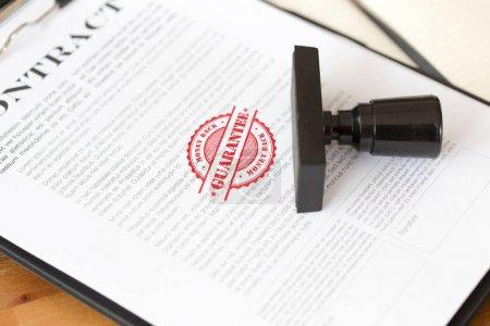 Photo pour GARANTIE DE RETOUR DE L'ARGENT Timbre CONCEPT sur papier blanc - image libre de droit