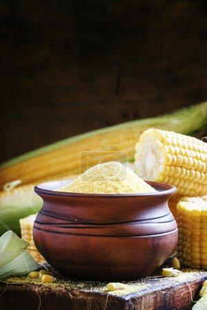 Crude corn grits, rustic style