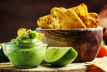 Corn nachos and avocado sauce