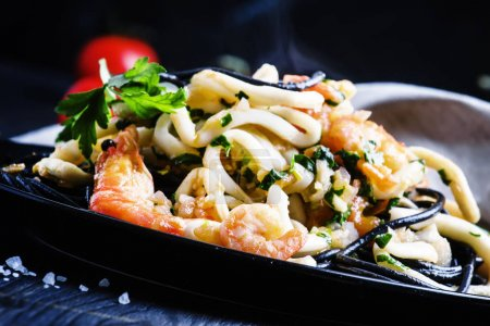 Hot pasta with seafood